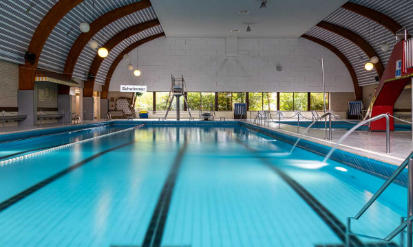 Schwimmbecken im Olympiabad Ennigerloh